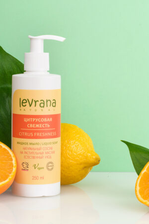 zhidkoe mylo czitrusovaya svezhest levrana 2 300x450 - Citrus Sinensis Oil